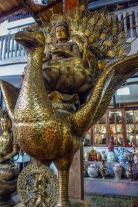 Zlatý páv v chráme Gangaramaya