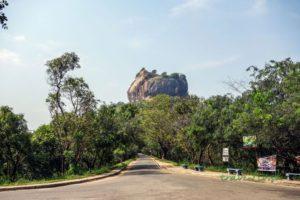 Pohľad na Sigiriyu z autobusovej zastávky